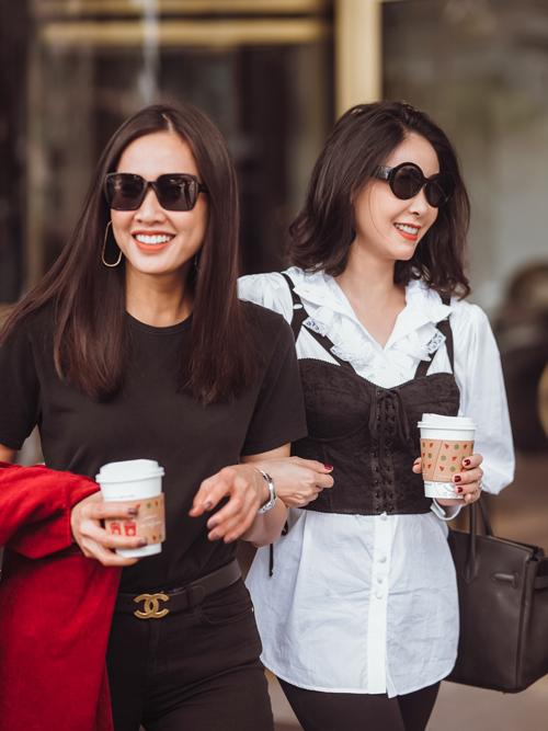 Hà Kiều Anh và Dương Mỹ Linh có mối quan hệ thân thiết. Khi Dương Mỹ Linh trở về Việt Nam từ Mỹ, cả hai cũng thường xuyên gặp gỡ cà phê, chuyện trò.
