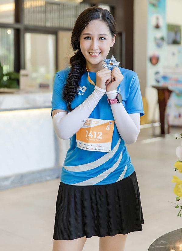 <p> Cô hoàn thành quãng đường 5 km trong thời gian 40 phút và nhận được huy chương chứng nhận từ ban tổ chức.</p>