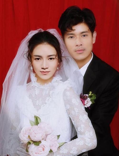 Nhờ những màn thi quá tình trong Chạy đi chờ chi, BB Trần và Trương Thế Vinh được fan đẩy thuyền ghép hình làm đám cưới.