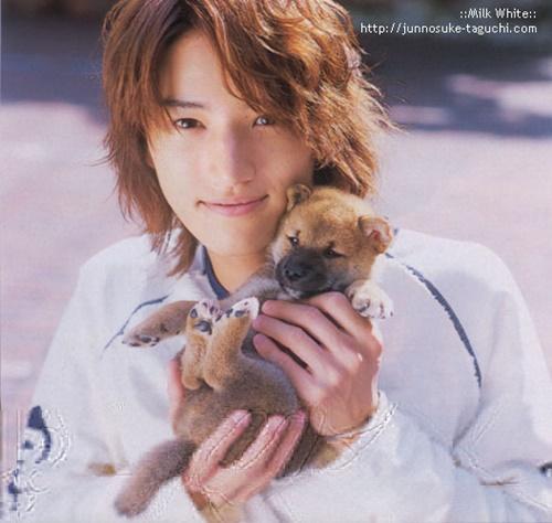 Taguchi là thành viên được yêu thích của KAT-TUN.