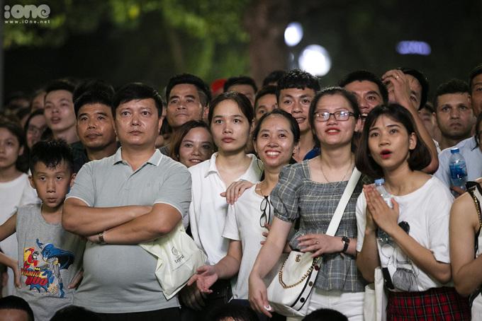 <p> Dù Việt Nam để lỡ chức vô địch đáng tiếc nhưng các CĐV vẫn bày tỏ niềm tự hào vì đội có một trận chung kết hay, cảm xúc.</p>
