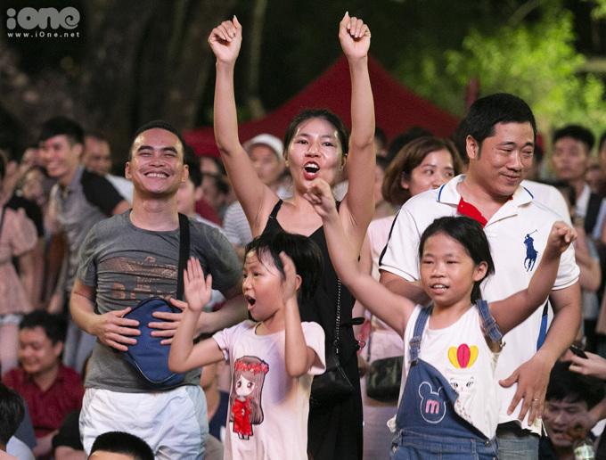 <p> Cảm xúc vỡ òa sau bàn thắng gỡ hòa, giúp Việt Nam bước vào loạt đá 11m sau đó.</p>