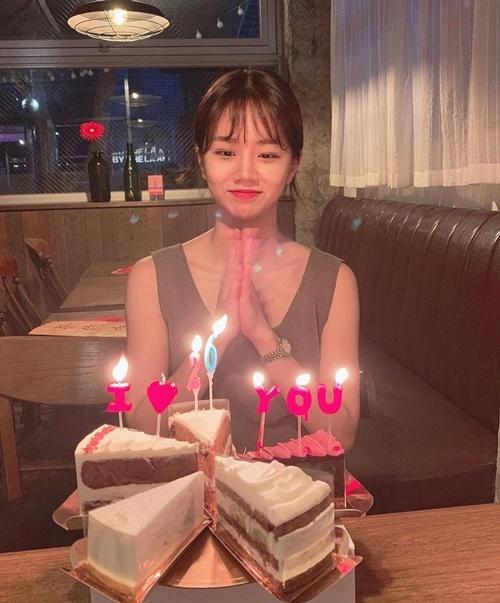 Hye Ri rạng rỡ đón tuổi mới.
