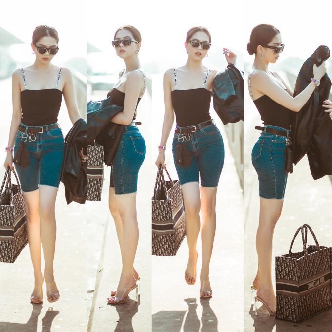 <p> Trước đó tại sân bay lên đường đi Singapore, Ngọc Trinh mặc đồ cá tính và sang chảnh.</p>