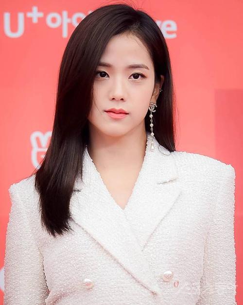 Ji Soo có khuôn mặt hợp với việc diễn xuất.