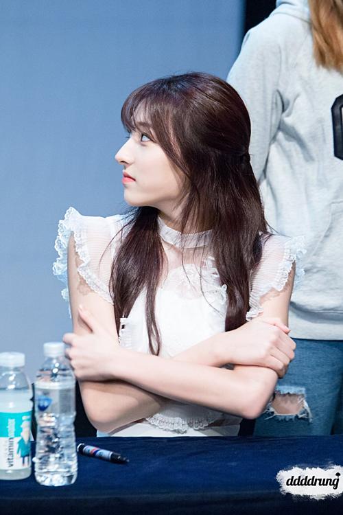 Chiếc mũi thon gọn cao vút chính là điểm nhấn trên khuôn mặt Eun Seo.