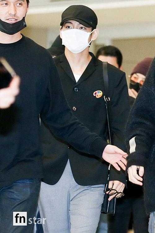 BTS gây cười tại sân bay Incheon sau hơn 1 tháng xuất ngoại - 6