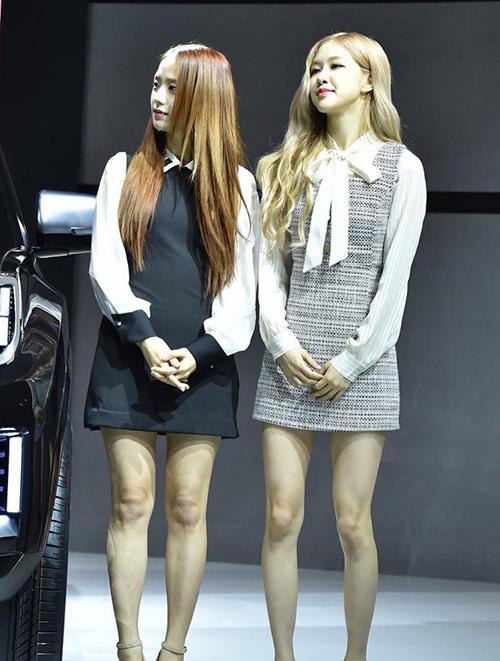 Ngoài cặp đùi to lên đáng kể, ngoại hình Jisoo hầu như ít thay đổi ở điểm nào. Chính vì vậy, nhiều khán giả khó nhận ra rằng cô nàng đang lên cân.