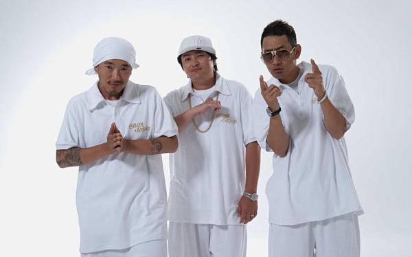 DJ Doc đứng thứ 9 trong BXH với  5.103.336bản. Đây là nhóm nhạc hip-hop đời đầu của Kpop, debut năm 1994. Mặc dù âm nhạc khác biệt, DJ Doc vẫn thu hút được một lượng lớn fan trung thành.