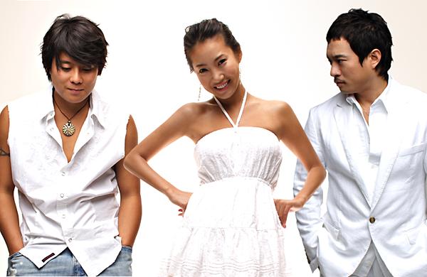 Vị trí cuối cùng trong top 10 thuộc về COOL, nhóm nhạc bán được  4.957.526 bản.COOL là một trong những cái tên đình đám thập niên 1990 tại Hàn Quốc. Nhóm gồm 3 thành viên (Lee Jae Hoon, Kim Sung Soo và Yuri), được biết đến như nhóm nhạc của mùa hè nhờ những ca khúc vui nhộn, tươi sáng. Trong đó, Aloha là ca khúc thành công nhất sự nghiệp của COOL. Bài hát từng một thời gây điên đảo giới yêu nhạc Kpop.