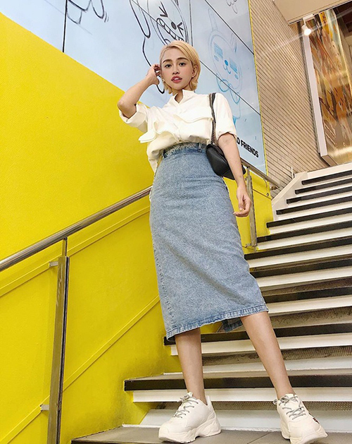 Mái tóc tém màu vàng hoe giúp Thiên Nga trông chẳng khác gì các hot girl Hàn.