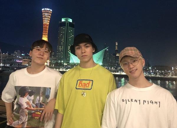 Ba cậu út của nhóm Seventeen là Vernon, Dino và Seung Kwan rủ nhau đi chơi riêng.