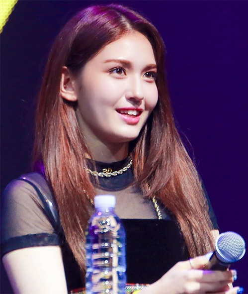 Bất chất những scandal của YG, Somi vẫn tập trung vào việc sản xuất album.
