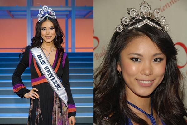 Trước đó,Hoa hậu Nhật Bản - Riyo Mori năm 2007. Ban tổ chức Miss Universe cũng chuẩn bị một vương miện bản sao (phải) cho hoa hậu đương nhiệm sử dụng.