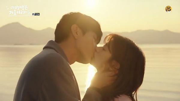 Điểm khiếnBecause This Is My First Life thu hút khán giả ngoài việc mang đến cốt chuyện sâu sắc và chân thực là những cảnh lãng mạn của Lee Min Ki và Jung So Min. Cảnh hôn của hai người trong phim là một trong những cảnh phim đáng nhớ với khán giả. Sang đếnBeauty Inside, Lee Min Ki cũng mang kỹ năng hôn tuyệt đỉnh của mình để tạo ra những cảnh phim thực sự rực lửa với Seo Hyun Jin.