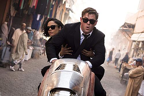 Chris Hemsworth và Tessa Thompson trong Men in Black 4.