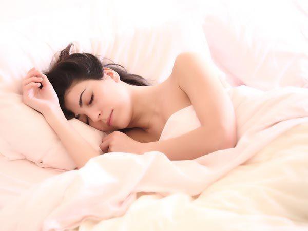 Lợi ích của việc ngủ khỏa thân