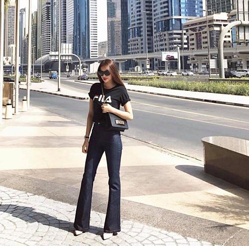 Phạm Hương chia sẻ những hình ảnh mới nhất trong chuyến du lịch Dubai. Trước đó, cô dính tin đồn sinh con cho bạn trai đại gia trên đất Mỹ.