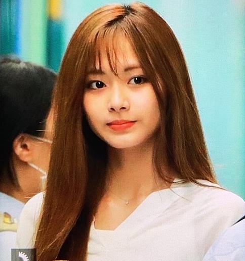 Em út của Twice có nhan sắc cân được mọi kiểu tóc.
