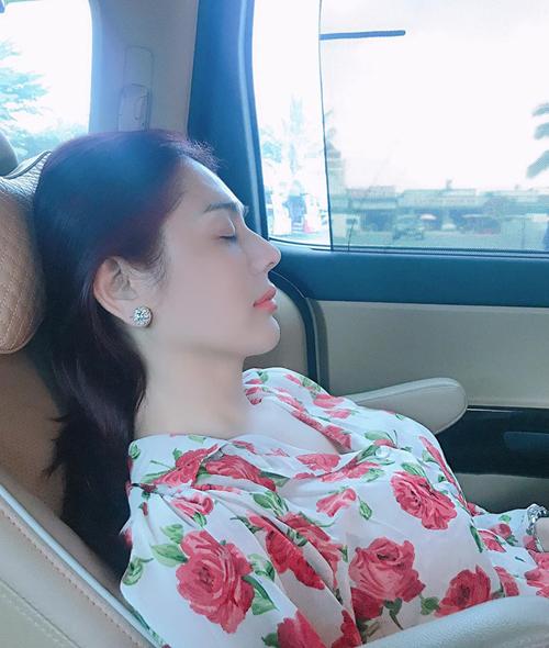 Lâm Khánh Chi khoe góc nghiêng xinh đẹp dù bị chụp lén khi đang ngủ.