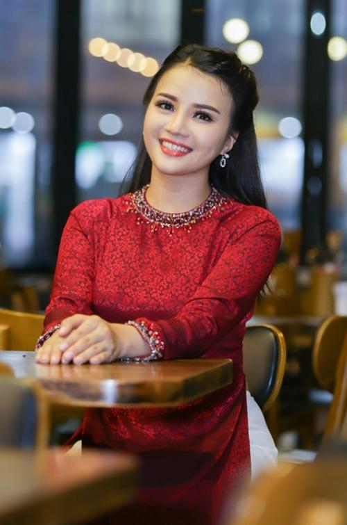 Cô gái Đồng Tháp được loạt danh ca bolero đình đám nâng đỡ