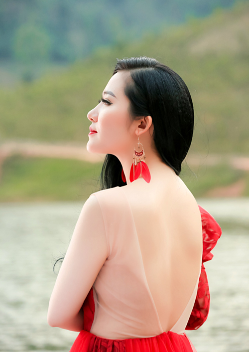 Phạm Thùy Dung trong MV mới.