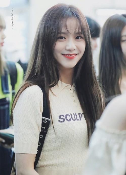 Ji Soo gây sốt với tóc mái.