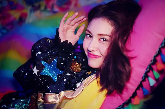 Somi debut khi YG chìm trong scandal.