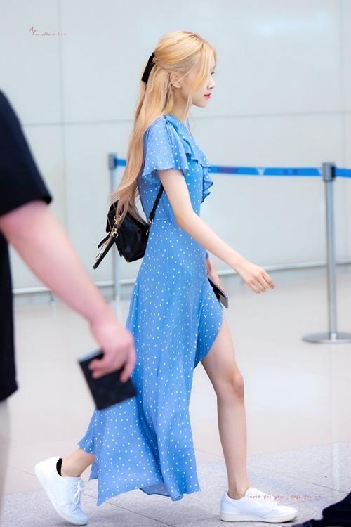 Rosé xinh đẹp như công chúa Disney, Tzuyu bị chụp ảnh dìm ở sân bay - 1