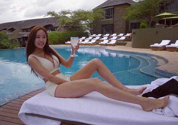 Sở hữu vóc dáng mảnh mai, Hyo Min luôn nhận được lời khen từ công chúng mỗi khi diện bikini gợi cảm.
