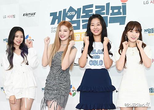 Lin Lin, Yu Ju, Chae Rin và Hae Yoon (Cherry Bullet).