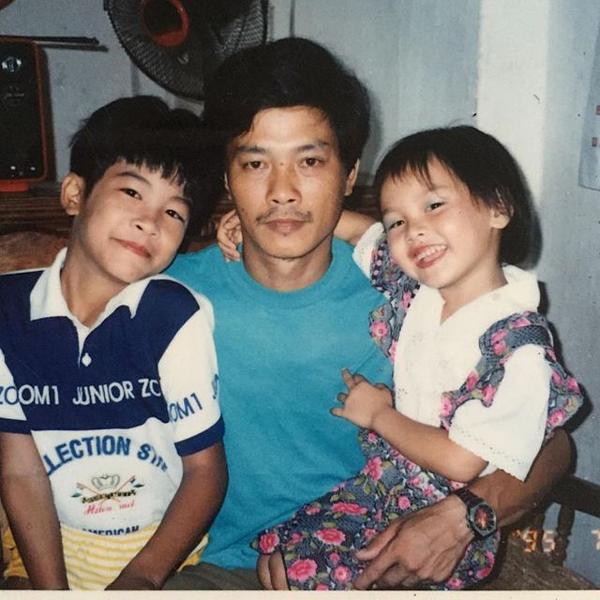 Bảo Thanh (phải) sinh ra trong một gia đình có truyền thống nghệ thuật. Bố mẹ cô là diễn viên tuồng tại Bắc Giang. Bố cô - ôngVũ Nhật Điềm - từng là một trong những nghệ sĩ nổi tiếng khi nhắc đến sân khấu tuồng phía Bắc. Từ bé, Bảo Thanh đã bố mẹ khơi dậy cảm hứng và truyền đam mê nghệ thuật.