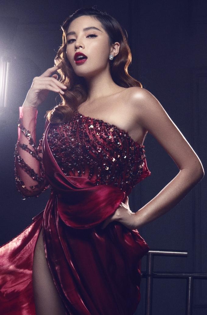 """<p> Hoa hậu Việt Nam 2014 đùa vui: """"Chắc Duyên phải dưỡng da thật kỹ mới hy vọng trở về làn da trắng sứ như xưa được"""".</p>"""