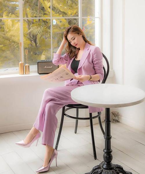 Có vóc dáng mảnh mai, nhan sắc xinh đẹp cùng thần thái kiêu sa, Lan Ngọc đang trở thành một fashion icon mới trong Vbiz. Nữ diễn viên có thói quen diện trang phục với những gam màu sặc sỡ, tuy nhiên không tạo cảm giác lòe loẹt, sến sẩm mà vẫn sang trọng.