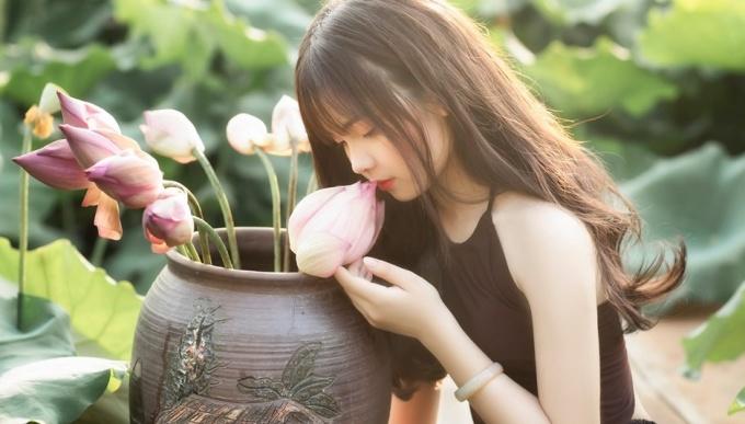 <p> Vẻ đẹp dịu dàng, e ấp của một thiếu nữ.</p>