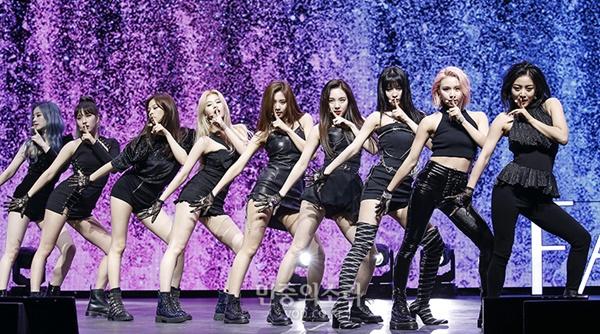 Fancy là ca khúc đánh dấu sự thay đổi phong cách của Twice, từ ngọt ngào đáng yêu sang quyến rũ, trưởng thành.