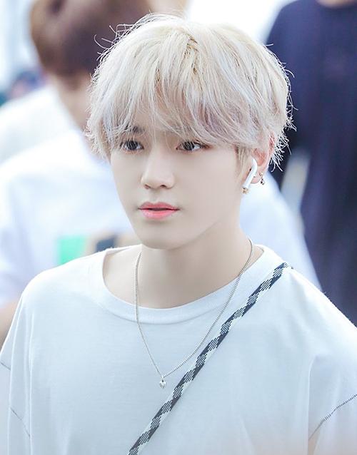 Tae Yong (NCT) được ví như bước ra từ phần mềm vi tính nhờ nét đẹp siêu thực, mái tóc bạch kim.