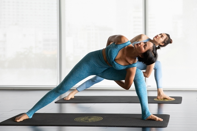 <p> Đội Vàng chọn các bài tập từ nhẹ nhàng đến nâng cao như yoga, chạy bộ và boxing. Có kinh nghiệm ở môn yoga, Lệ Hằng nhiệt tình hướng dẫn H'Hen Niê một vài động tác giúp thư giãn cơ thể, tăng sức bền và giải tỏa những áp lực, mệt mỏi trong quá trình thi.</p>