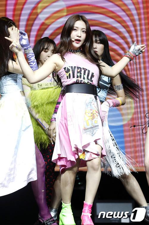 Yeri gây tranh cãi vì hình thể kém chuẩn. Em út của Red Velvet lộ bụng ngấn mỡ.