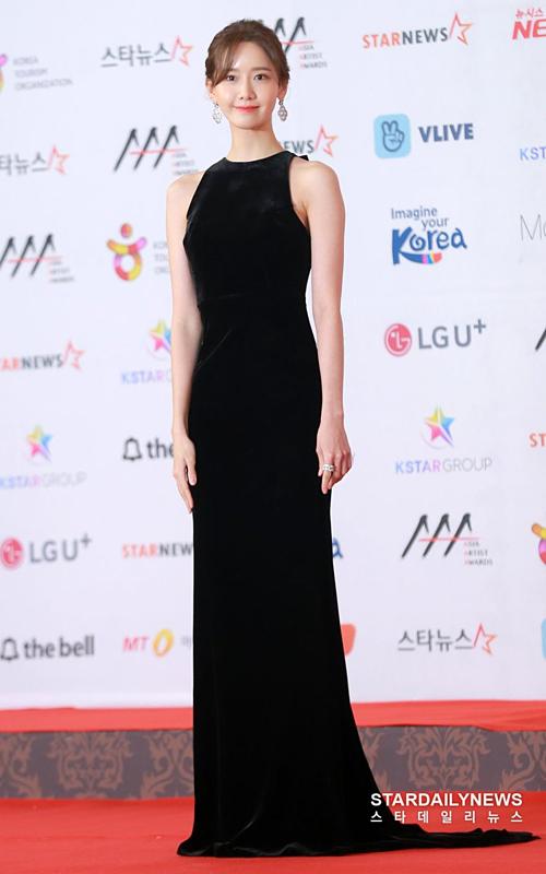 Thời gian gần đây, style dự thảm đỏ của Yoona thiên về sự tối giản nhưng không đánh mất vẻ thanh lịch, đẳng cấp.
