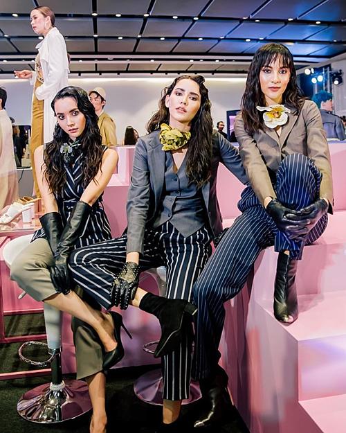 Sao nữ Mookda Narinrak (ngoài cùng bên trái) cùng 2 người mẫu Thái Lan cũng đồng loạt lăng xê kiểu tóc ướt át đang thịnh hành.