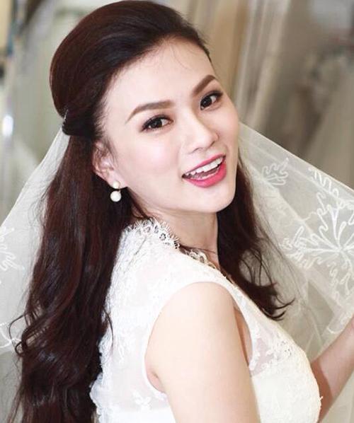 Tháng 10/2017, Thu Thủy bất ngờ lên xe hoa với bạn trai gắn bó 13 năm.Hình ảnh trong ngày cưới của cô nhận được nhiều phản hồi tích cực. Khán giả cho rằng theo thời gian Thu Thủy đẹp hơn. Dù vậy, cô vẫn giữ được nét tự nhiên vốn có.