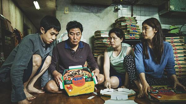 Gia đình ông Kim Ki Taek sống trong một căn nhà tồi tàn, ẩm thấp.