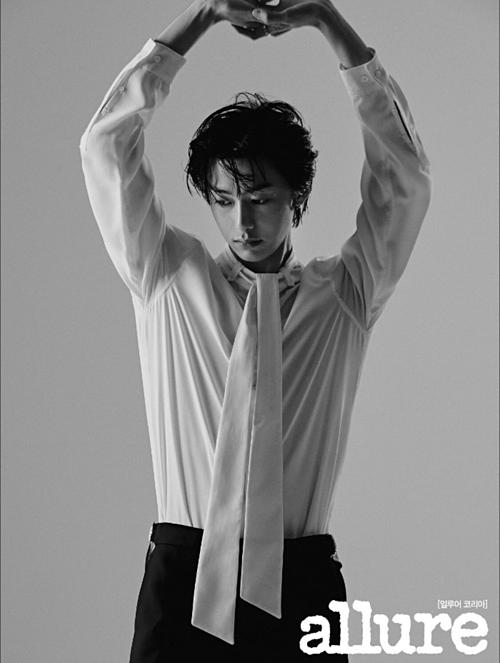 Hyung Won (Monsta X) đẹp lãng tử trên tạp chí Allure.