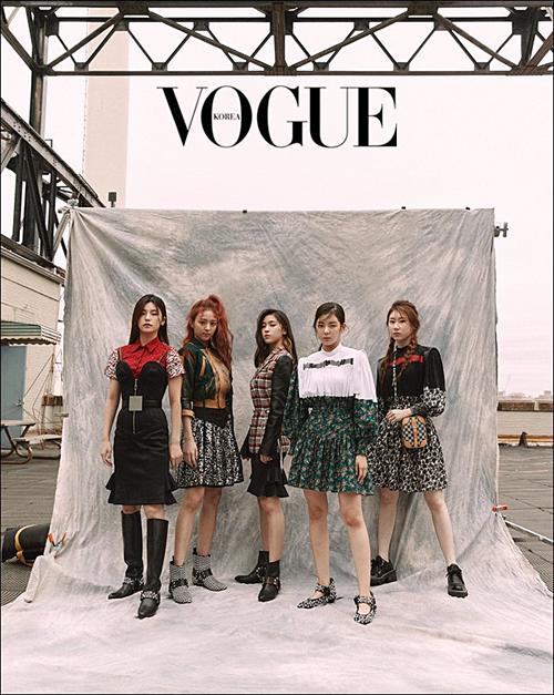 Girlgroup nhà JYP,ITZY, cũng có mặt trên tạp chí Vogue Korea.