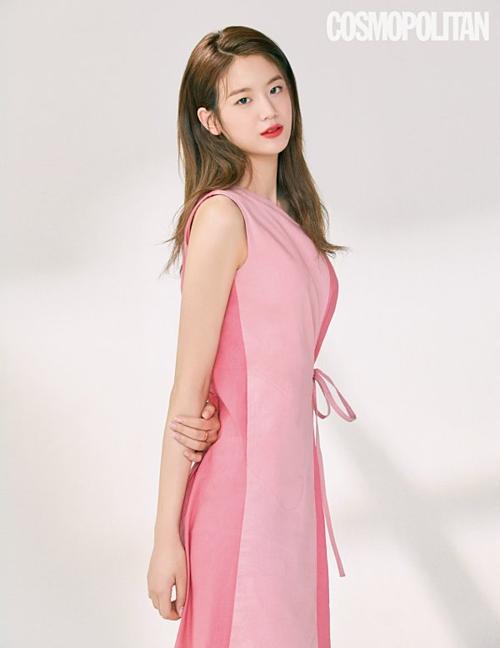 Gyu Ri (Girls Day) trên tạp chí Cosmopolitan.