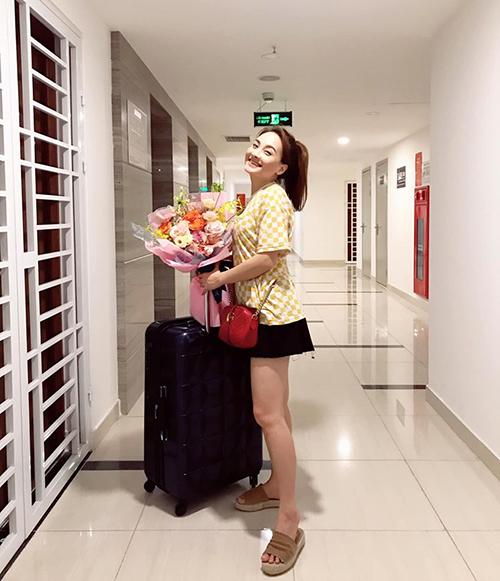 Bảo Thanh xách vali về nhà sau chuỗi ngày ăn ngủ với Về nhà đi con.