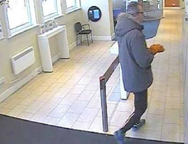 Laurence Vonderdell dùng chuối để cướp ngân hàng tại chi nhánh của Barclays.
