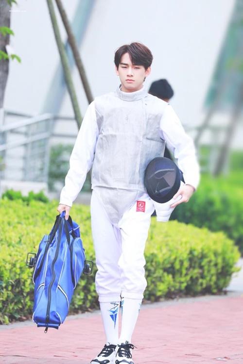 Diêu Sâm sinh năm 1998 và từng là thực tập sinh của công ty JYP. Anh chàng đảm nhận vai trò rap trong nhóm.