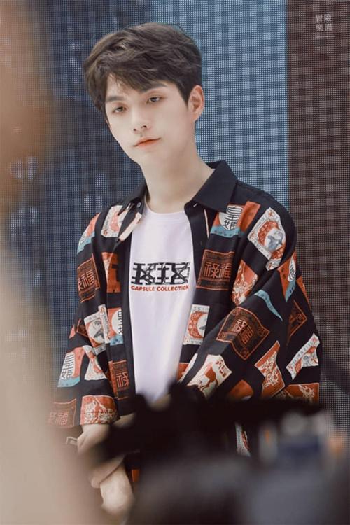 Chàng trai cao đến 1,83 m Trương Nhan Tề có mặt trong đội hình debut. Nam thực tập sinh sở hữu hình thể và gương mặt hợp với việc chụp hình tạp chí.